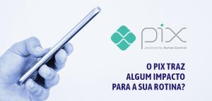 Celular na mão com a logo do PIX